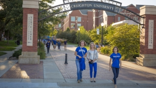 Students walk under arch at Creighton University
